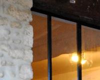 V06 - Verrière d'intérieur de style atelier dans un corps de ferme à Beauvallon (26)