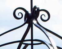 AE05 — Réalisation d'un dessus de puits en fer forgé pour une pépinière (Bourg-Argental)