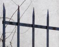 PP09 — Portail de berger riveté et système d'ouverture automatique coulissant pour un corps de ferme à Saint-Peray (07)