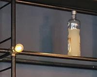 DM03 — Étagère sur-mesure pour un bar