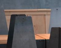 DM01 — Ensemble tables et chaises bois et acier dans un restaurant